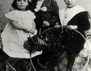 Alfred Wolfsohn with his sisters