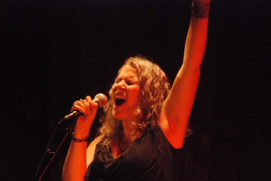 Janis, voix noire sur fond blanc